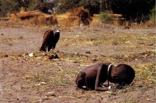 Diante da foto feita por Carter, no Sudão, em 1993, surgem questões éticas.