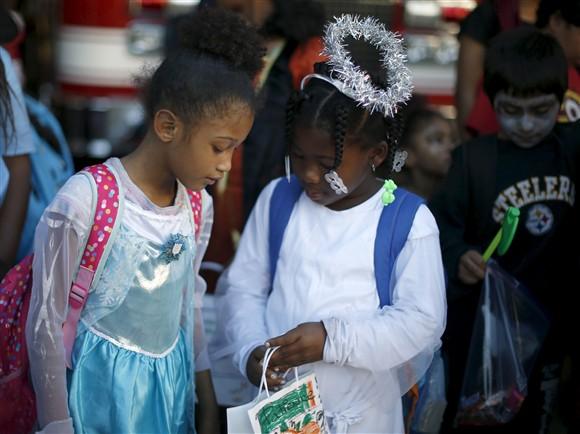 Crianças a participar num desfile de carnaval nos Estados Unidos   |  REUTERS/LUCY NICHOLSON
