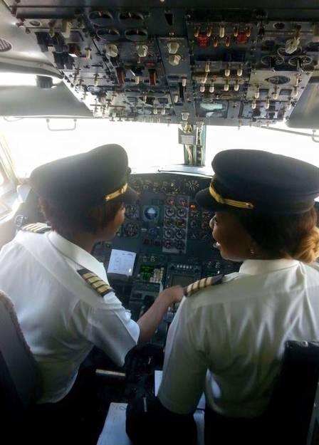 Pela primeira vez, a aeronave foi comandada apenas por mulheres na cabine de controle Foto: Reprodução / Facebook