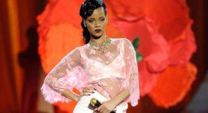 Rihanna teria desistido de se apresentar no Victoria's Secret após modelo negra ser substituída