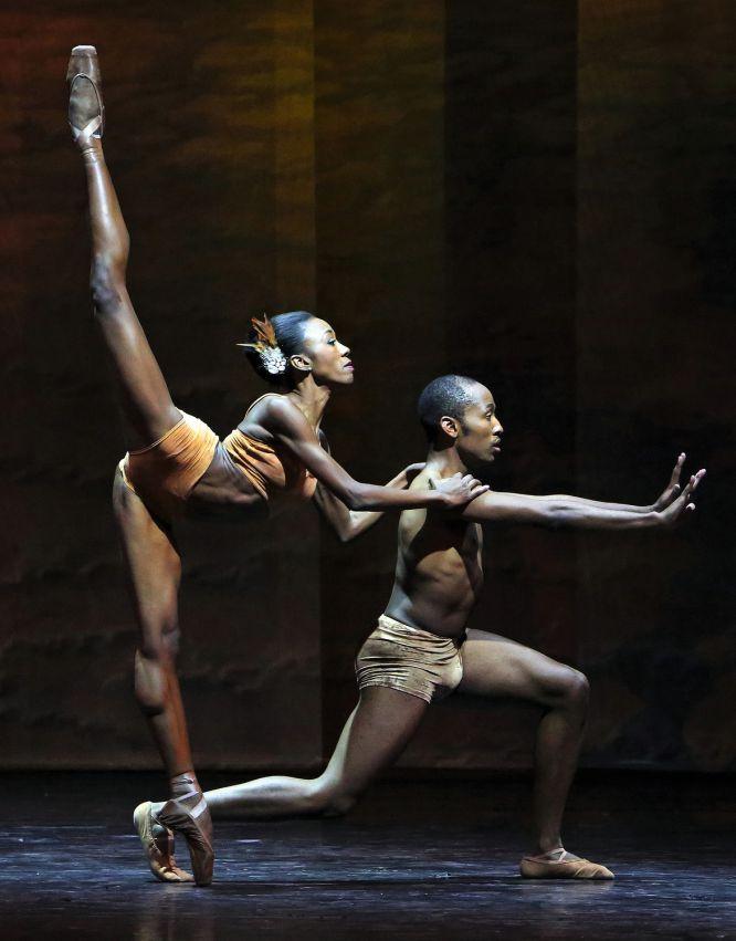 Os bailarinos Claudia Monja e Keke Chele. Bill Zurich