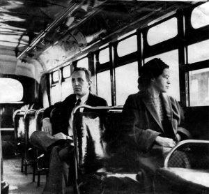 Há 60 anos, Rosa Parks se recusava a ceder lugar a um homem branco em ônibus