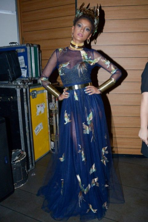 Taís Araújo, rainha do Baile da Vogue, brilha a bordo de Valentino