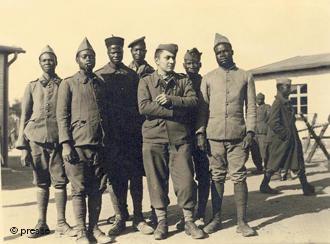 Soldados franceses no campo de prisioneiros de guerra de Luckenwalde