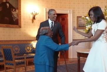 Americana de 106 anos dança de alegria em encontro com casal Obama