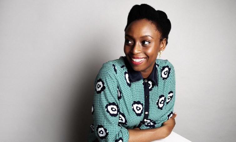 """Chimamanda Ngozi: """"Não há motivos para tanta raiva nos Estados Unidos"""""""