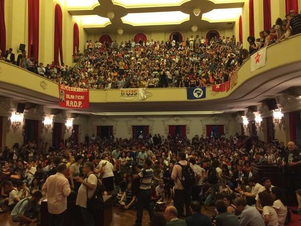 Grupo se reúne em salão da Faculdade de Direito do Largo São Francisco, no Centro  (Foto: Lívia Machado/G1)