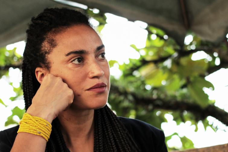 """""""O racismo é uma problemática branca"""", diz Grada Kilomba"""