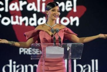 Rihanna cria programa de bolsas para estudantes nos EUA, e o Brasil está incluído!