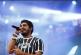 Telão exibe 'Temer jamais' em show de Criolo com forte tom político na Virada