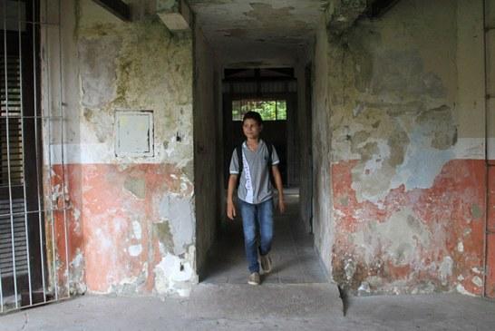Barbárie: Parece um presídio. Mas é uma escola estadual