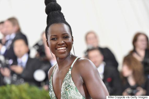 Após ter seu penteado comparado com Audrey Hepburn, Lupita Nyong'o responde à revista Vogue em seu Instagram