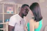 Negro entra em máquina de lavar e sai branco em comercial racista na China