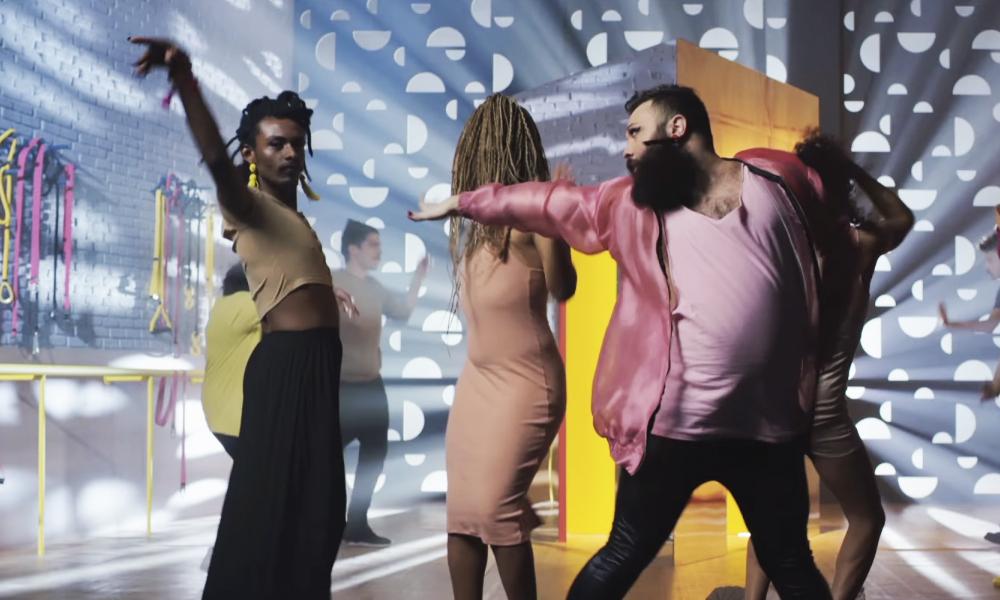Avon lança cosmético sem gênero, idade ou raça, em campanha lacradora