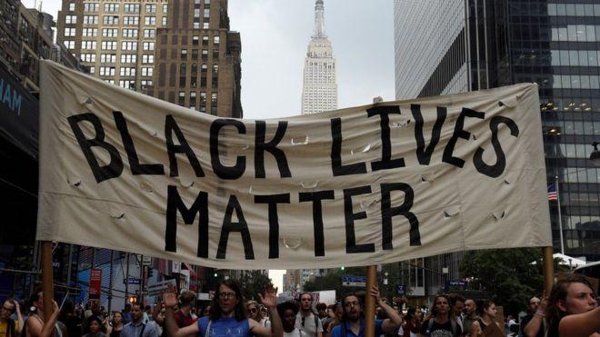 Quem são os homens negros vítimas de policiais brancos cujas mortes geraram novos protestos nos EUA