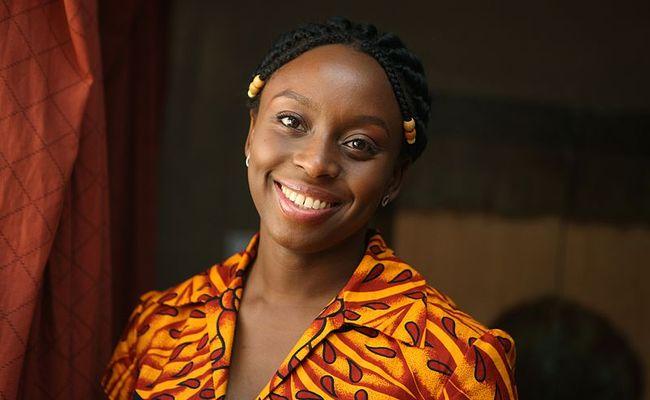 Um lado obscuro nigeriano: 'Hibisco roxo', de Chimamanda Ngozi Adichie