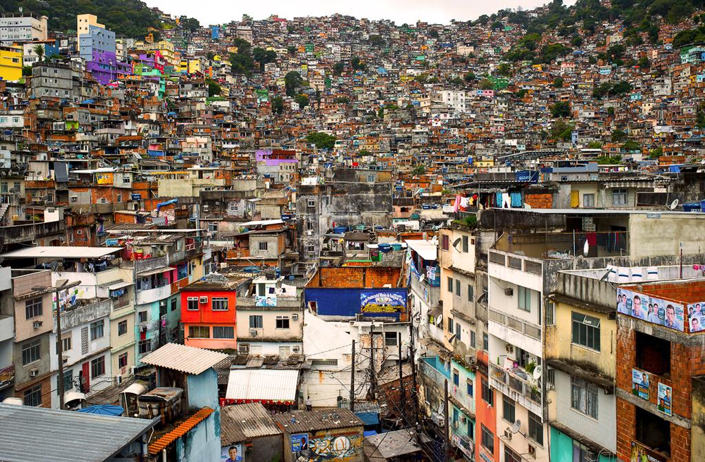 Os refugiados invisíveis das favelas do Rio