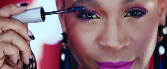 Representatividade negra, sim! Karol Conka é estrela de nova campanha da Avon