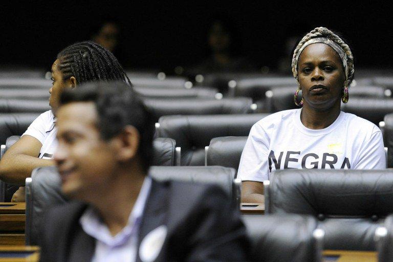 Como evitar fraudes nas cotas raciais?