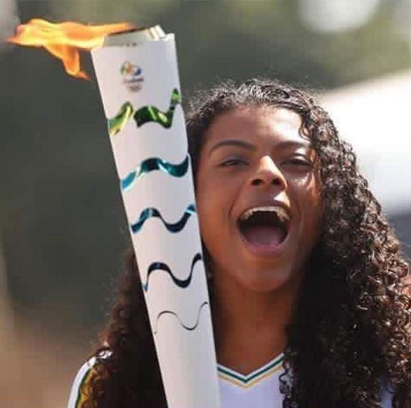 Fernanda Garay cabelo