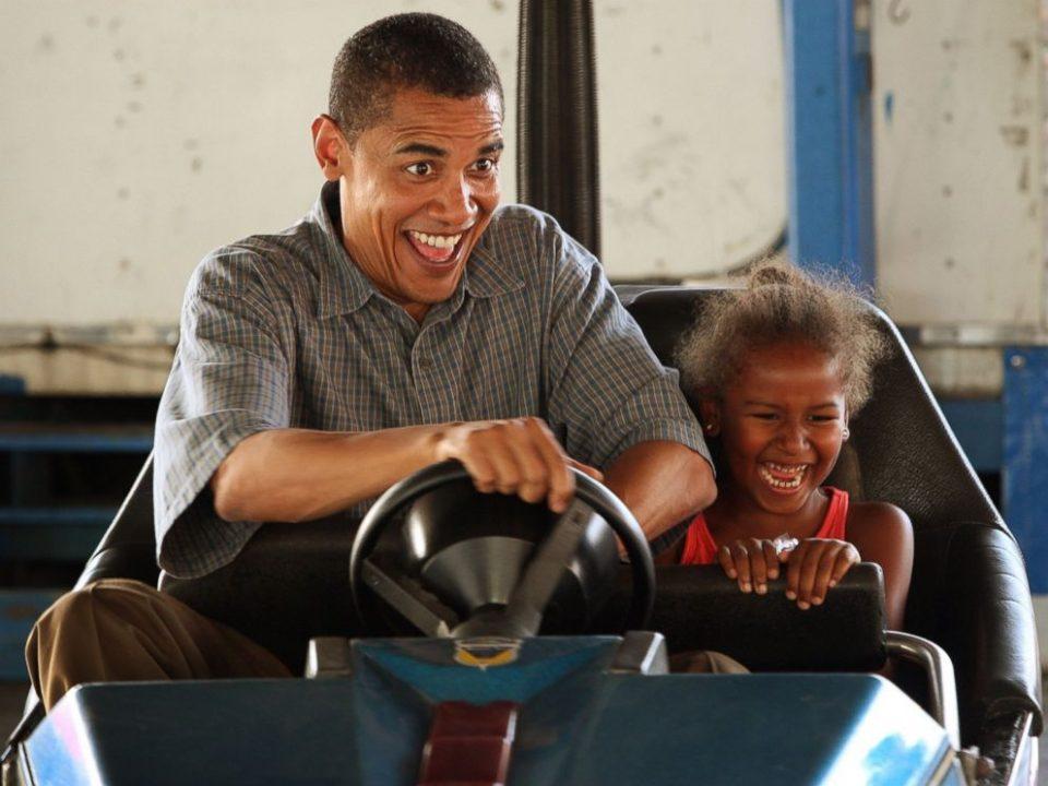 GTY_barack_obama_sasha_bumper_car_2007_jt_150621_4x3_992