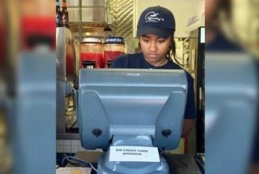 Freela nas férias: Filha de Barack Obama trabalha em restaurante