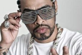 Rapper Thaíde relembra 30 anos de carreira comentando letras marcantes em livro