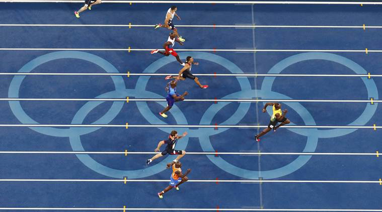 2016 Rio Olympics - Athletics - Final - Men's 200m Final - Olympic Stadium - Rio de Janeiro, Brazil - 18/08/2016. Usain Bolt (JAM) of Jamaica leads on his way to winning the gold. REUTERS/Fabrizio Bensch FOR EDITORIAL USE ONLY. NOT FOR SALE FOR MARKETING OR ADVERTISING CAMPAIGNS.