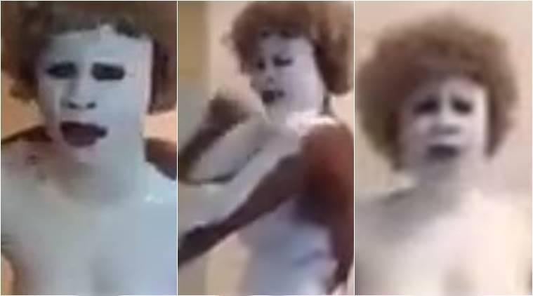 Protesto: mulher negra pinta seu corpo de branco