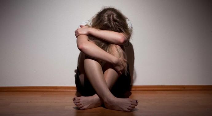 Menina de 14 anos, vítima de estupro, é humilhada por promotor durante audiência