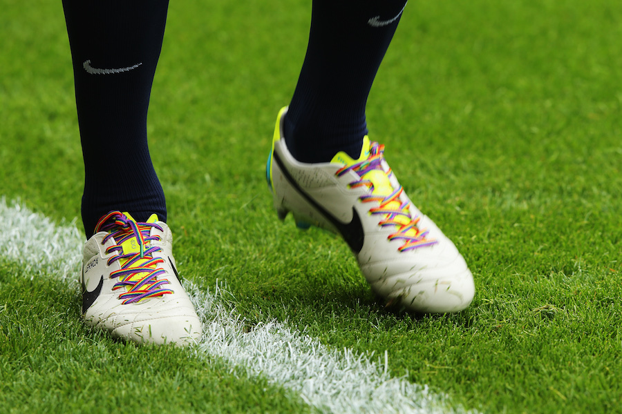 LONDON, ENGLAND - SEPTEMBER 21: John Heitinga of Everton wears rainbow-coloured shoe laces as part of a campaign against homophobia in football before the Barclays Premier League match between West Ham United and Everton at the Boleyn Ground on September 21, 2013 in London, England. (Photo by Ian Walton/Getty Images)