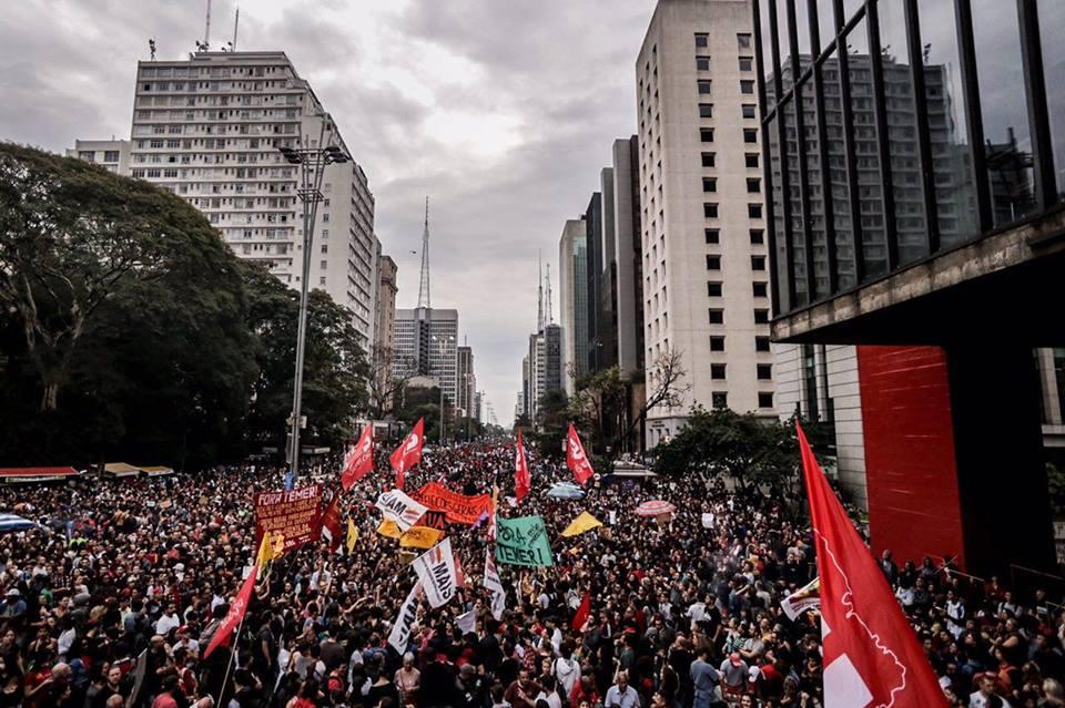 Protesto contra Temer reúne 100 mil pessoas na avenida Paulista