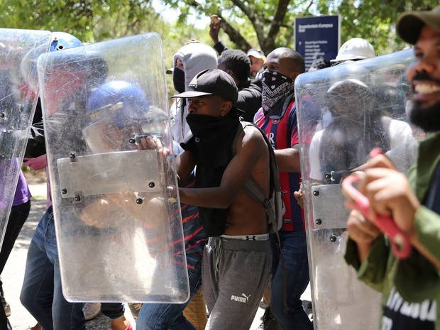 safrica-protests-_siphiwe_sibeko_reuters