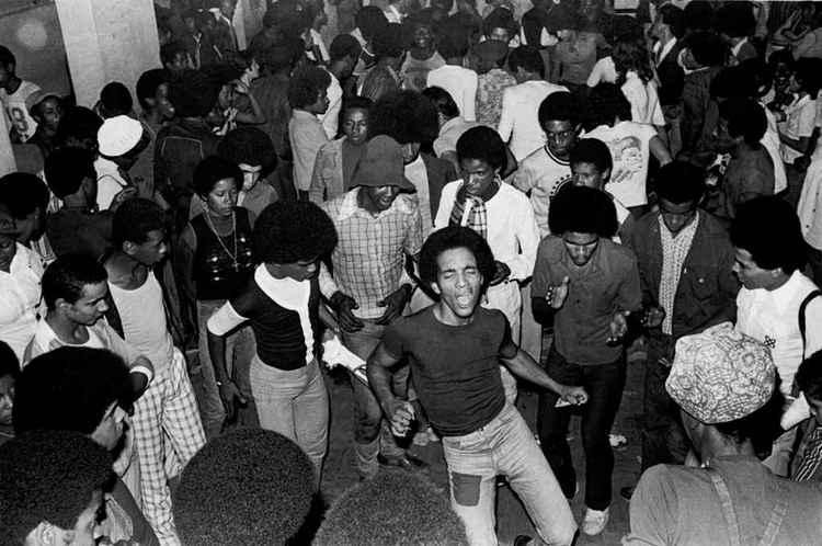 Livro mostra como os bailes de soul ajudaram a construir o movimento negro brasileiro
