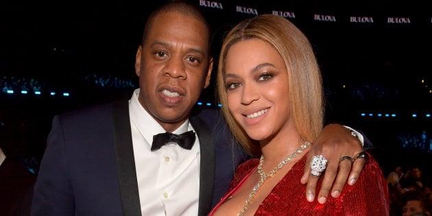 Beyoncé e Jay-Z se fantasiam de Barbie e Ken em festa