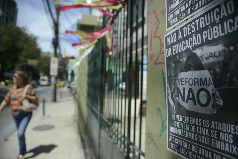 A cobertura midiática das escolas ocupadas: silêncio e criminalização