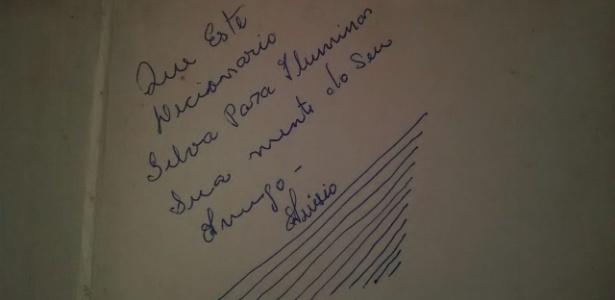 """Dedicatória do 1º livro do professor: """"Que este dicionário'silva' para iluminar sua mente', assinada por seu amigo Anísio"""