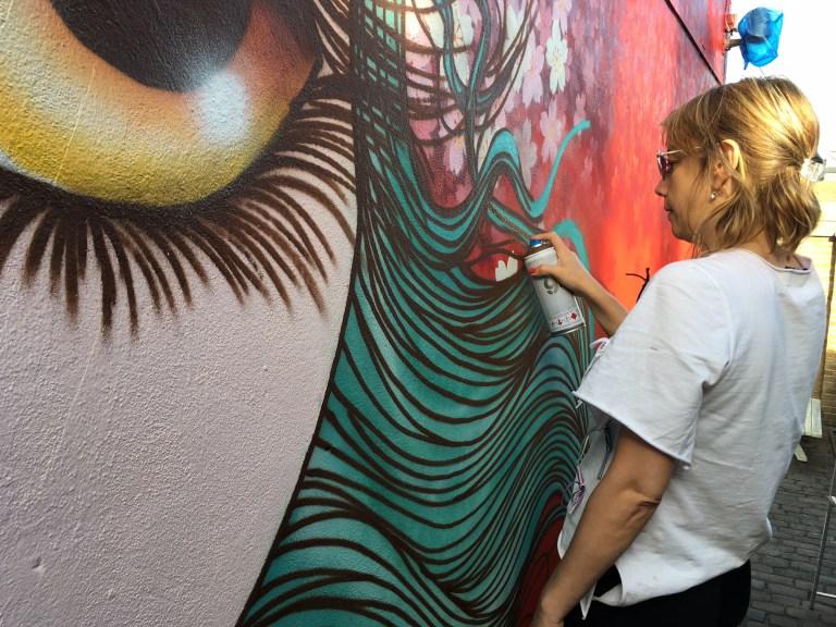 """""""Como eu pintava meninas, diziam que aquilo não era grafite"""""""