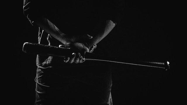 Imigrante africano é agredido com taco de beisebol por 4 homens em SP