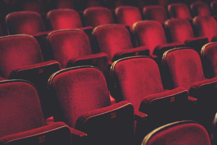 Professora acusa homem de estupro dentro de cinema de shopping em SP