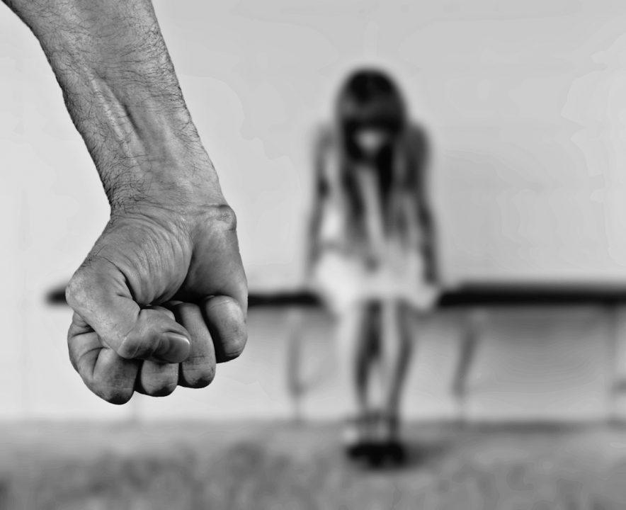 Pesquisa: 67% dos brasileiros acham que violência sexual acontece porque homem não controla impulsos