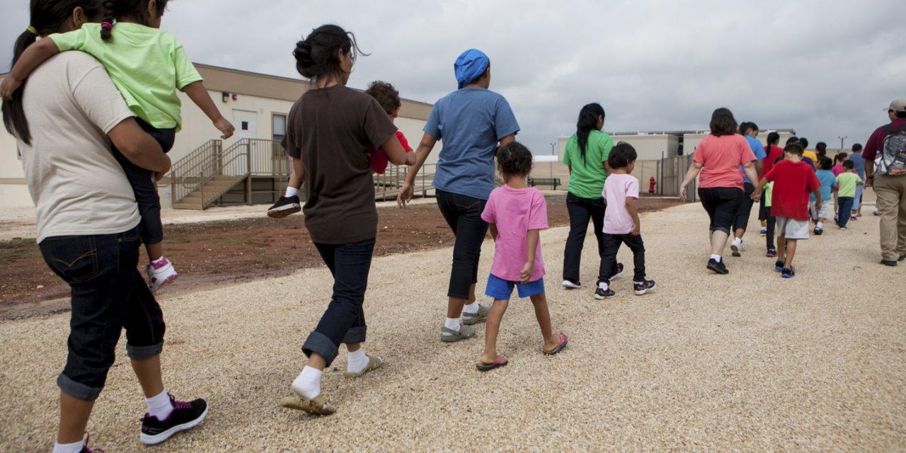 Indesejadas nos EUA: Brasileiras são abandonadas por autoridades em centro para deportados nos EUA