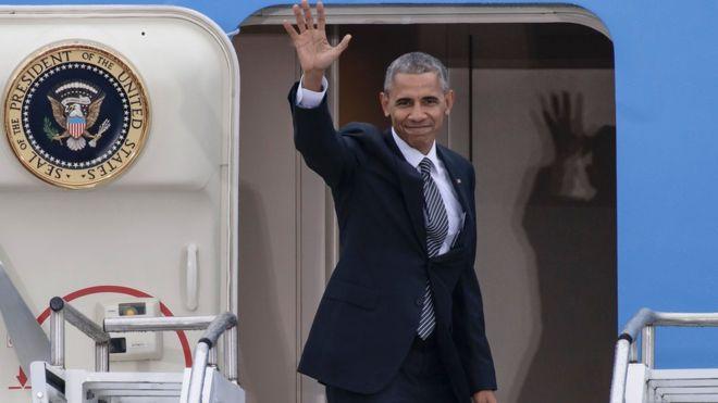 Obama é ovacionado em discurso após posse de Donald Trump: