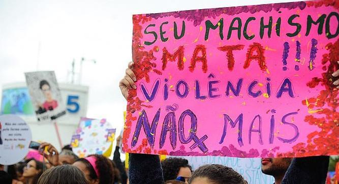 Especialistas apontam influência da mídia no discurso de ódio contra mulheres