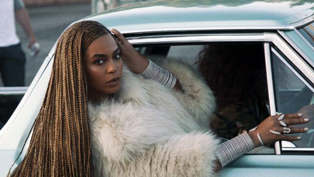 Bell hooks Offers Complicated Criticism on Beyoncé's 'Lemonade'