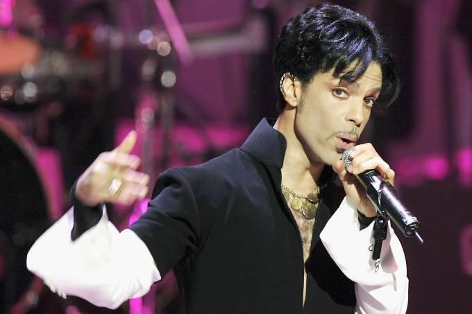 Universal fecha acordo para lançar músicas guardadas e álbuns pós-1995 de Prince