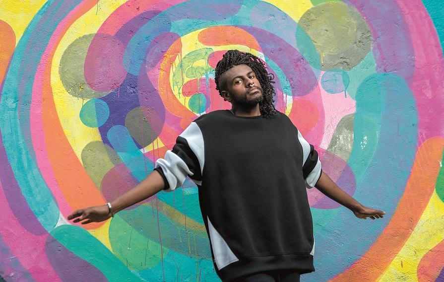 Música permitiu enfrentar exclusão, diz rapper Rico Dalasam