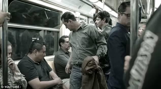 Incomoda e envergonha? Metro do México cria assento para alertar homens sobre assédio de mulheres nos transportes