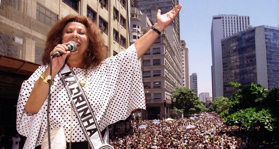 Beth Carvalho: Carnaval de rua é protesto e escolas viraram esquemão