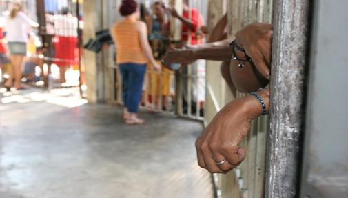 Por que mulheres mães e pobres são mantidas presas?